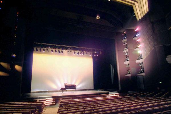 Selecon se especializa en iluminación teatral y arquitectónica