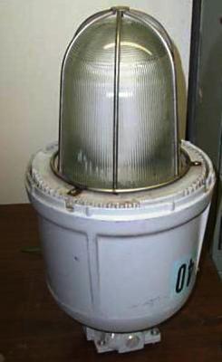 Los luminarios HID para áreas clasificadas como peligrosas están diseñados para evitar la transmisión de chispas o flamas hacia el exterior. Foto: Experto en Luminarios ©