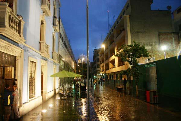 Algunos edificios se iluminaron en Calle Regina © Iluminet
