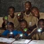 Nuru Light lleva luz a lugares de África donde no hay electricidad