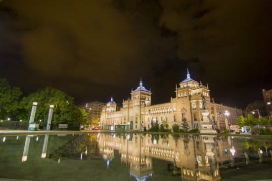 """Ríos de luz"", plan de iluminación urbana de Valladolid, España"