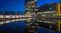 The Undulating Bridge Hoofddorp, Holanda; de Lodewijk Baljon landscape architects e Industrielicht.