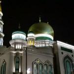 La nueva Mezquita Catedral de Moscú tiene una arquitectura singular que se resalta por las noches