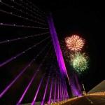 Elías Cisneros ilumina el puente atirantado más largo de Colombia