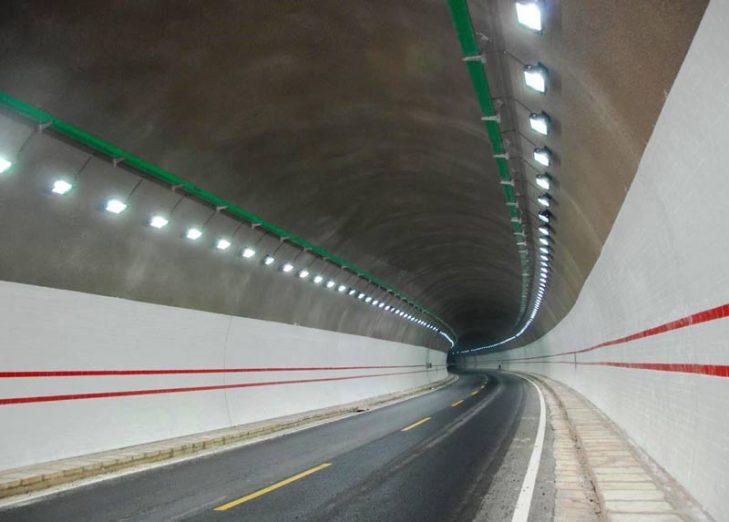Luminarios LED para iluminación general de túneles vehiculares. Foto: Lighting Mester ©
