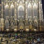 La Catedral de Colonia se ilumina para año nuevo