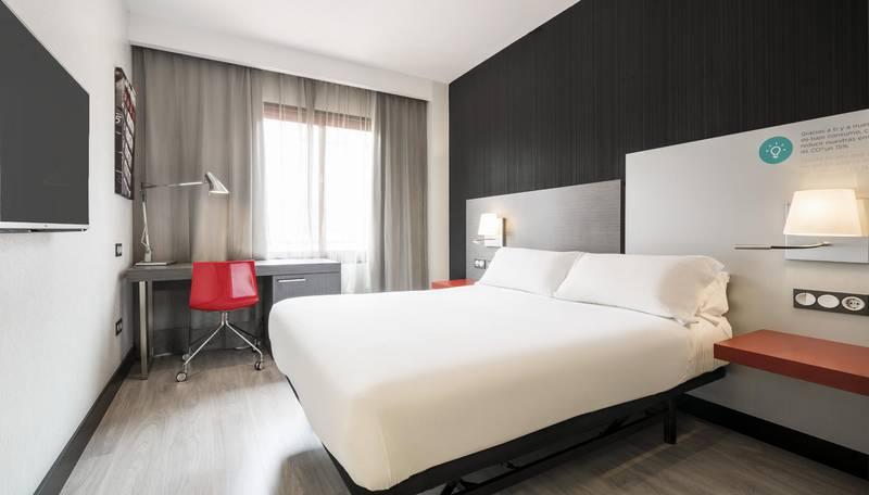 Habitacin Doble Estndar Hotel ILUNION Suites Madrid