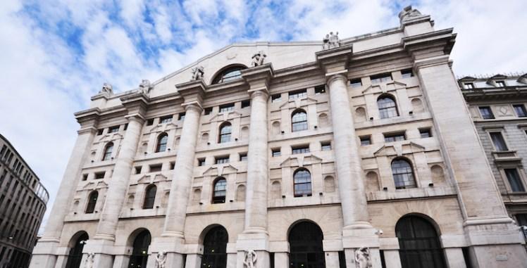 01d77aa8bf MILANO. La Borsa di Milano apre in rialzo dopo la conferma del rating  sovrano italiano da parte di Standard and Poor's di venerdì sera.