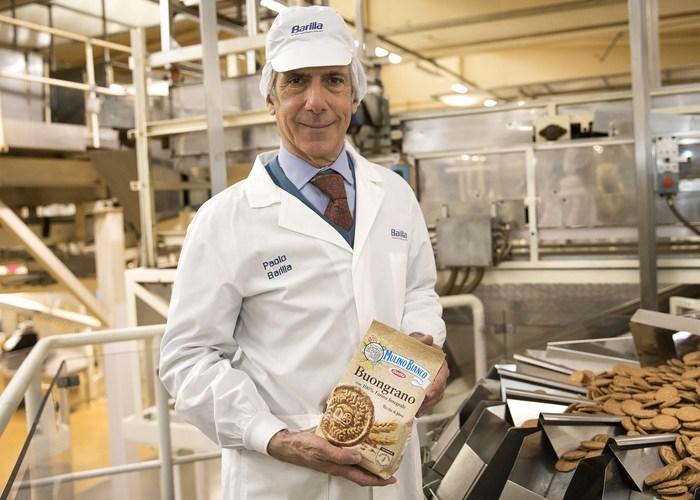 Paolo Barilla con biscotti Buongrano mulino bianco
