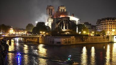 Notre-Dame, vista da lontano nella notte