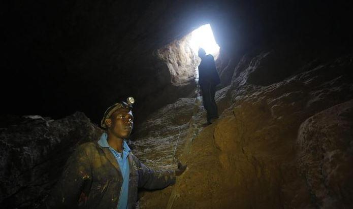Sudafrica, tutti salvi i 1800 minatori intrappolati per ore