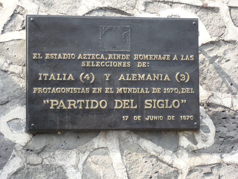 Eventi: Anniversari da ricordare Commemorative_plaque_Aztec_Stadium