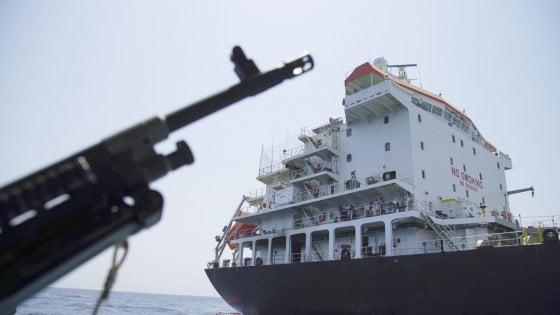 Iran, Londra: la petroliera sarà liberata solo con garanzie sulla destinazione