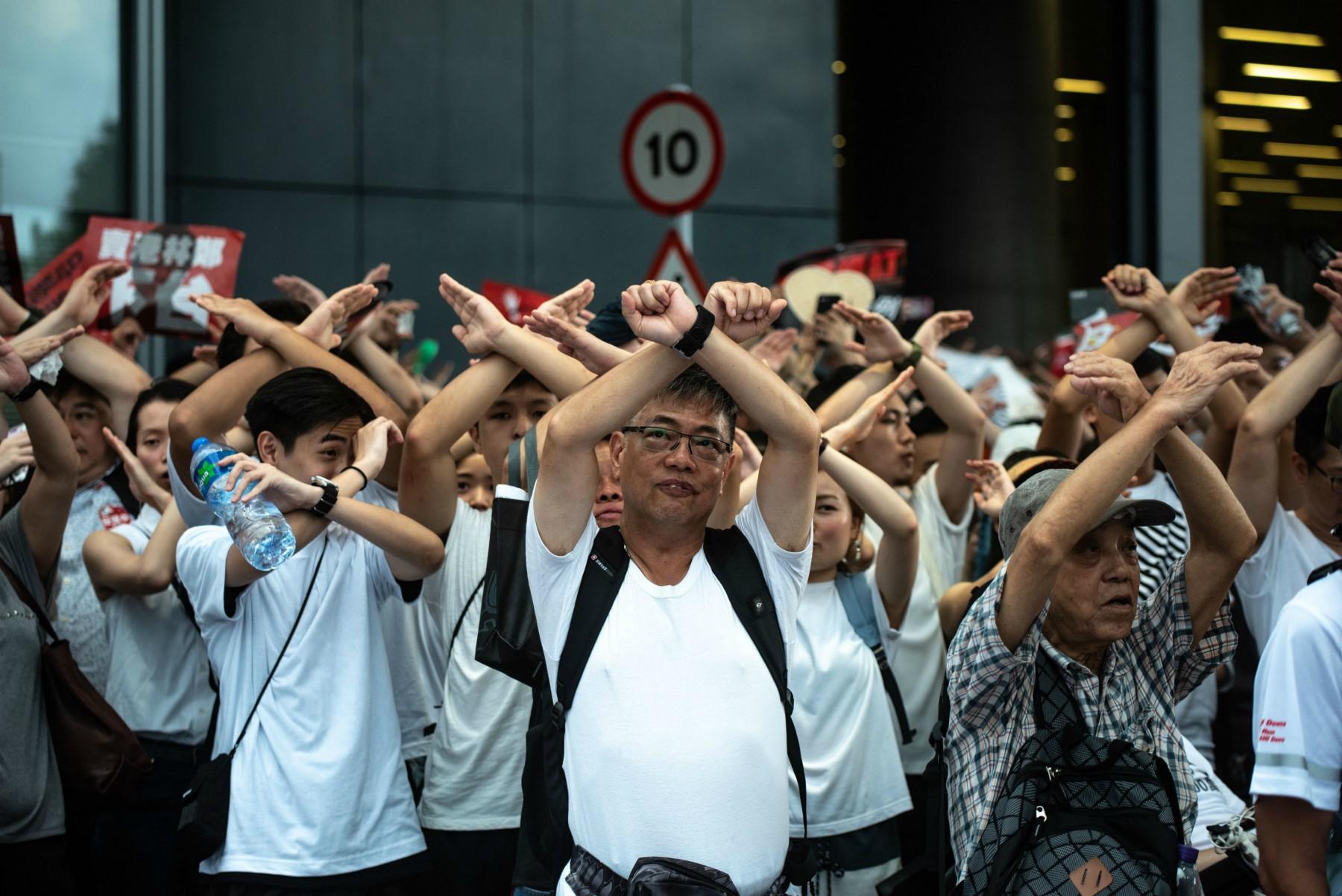 Hong Kong: scontri tra manifestanti e polizia