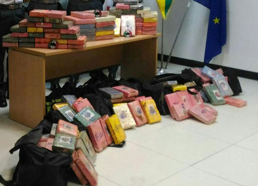Sequestrate 1,2 tonnellate di cocaina nel porto di Gioia Tauro - Ultime notizie dall'Italia e dal mondo - Il Valore Italiano