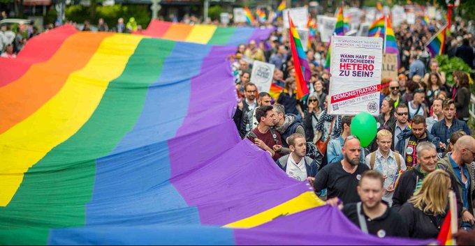 La Svizzera organizza referendum per rendere illegale l'omofobia