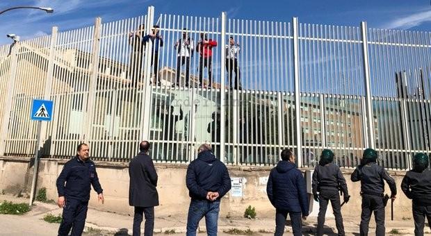 vasi 20 detenuti Foggia