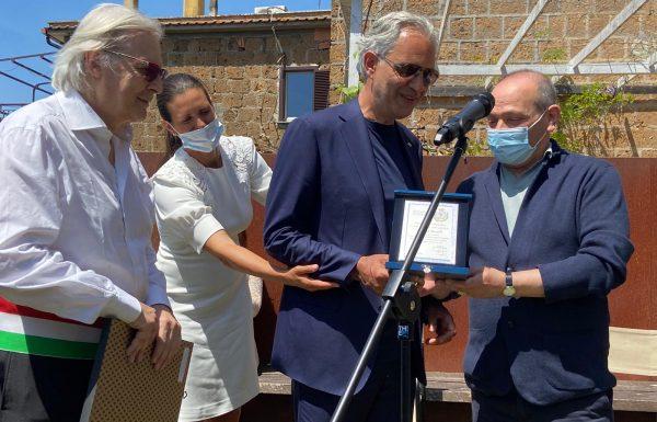 Bocelli cittadino onorario di Sutri. E domani e lunedì il cantante gira documentario a Viterbo