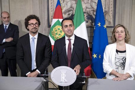 Ai familiari delle vittime dei terremotati di L'Aquila viene richiesto di restituire le somme provvisoriamente concesse a titolo di risarcimento (non dal M5s ma dal Pd)