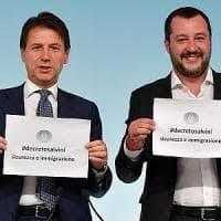 """Presepe """"degli immigrati"""" a Milano contro il decreto Salvini"""