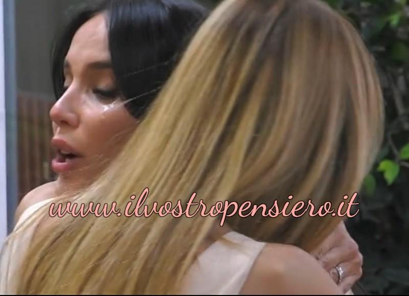 Gfvip: Paola Di Benedetto in lacrime per colpa di Zequila.