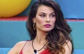 Dayane Mello contro F. Oppini e Rosalinda Cannavò.