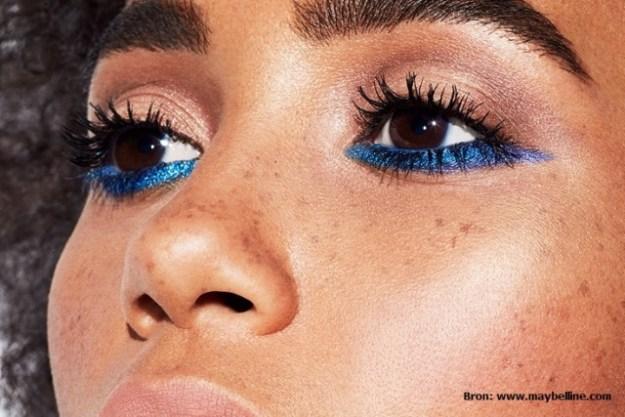 opvallende-eyeliner-onder-wimperrand-makeup-trend-2017
