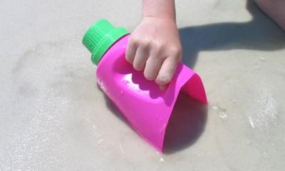 Juguetes reciclados para la playa y el jardín.  (4)