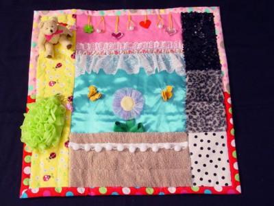 Mantas y cojines DIY para el desarrollo sensorial y motriz (3)