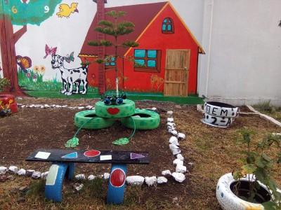 Decoramos nuestro patio con neumáticos y materiales reciclados (1)