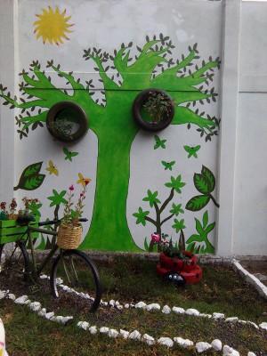 Decoramos nuestro patio con neumáticos y materiales reciclados (15)