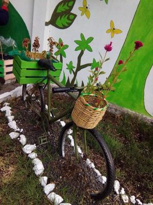 Decoramos nuestro patio con neumáticos y materiales reciclados (6)