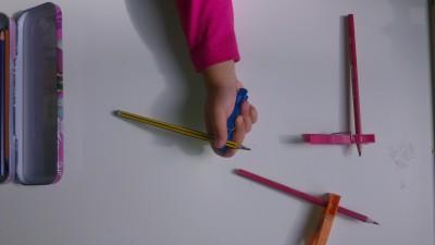 Truco enseñar a coger el lápiz correctamente (11)