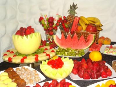 Fuentes y brochetas de frutas (1)