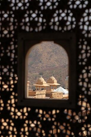 Le fort d'Amber, vue extérieure à travers un moucharabieh - Amber, Inde 2012