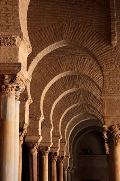 Les arcades de la cour intérieure de la mosquée Sidi Oqba, Kairouan - Tunisie 2012