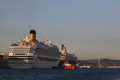 Bateaux de croisière amarrés au port de Karakoy, Istanbul - Turquie 2013