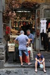 Boutique dans le centre historique de Naples, Italie - août 2013