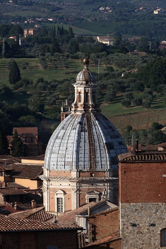 Le dome de la Chiesa di Santa Maria di Provenzano, Siena, Italie - août 2013