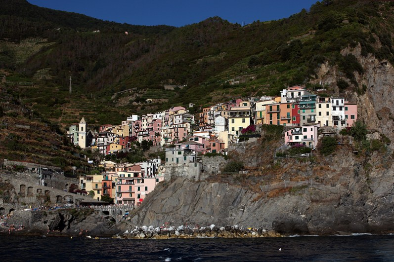 Le village de Manarola vu depuis la mer, Cinque Terre, Ligurie, Italie - août 2013