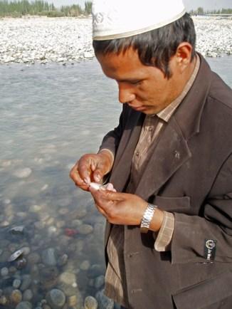 Voici donc l'objet tant convoité : la jade blanche - Hotan, Xinjiang, Chine, 2005