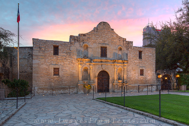 The Alamo at Sunrise 5 : The Alamo : Images from Texas