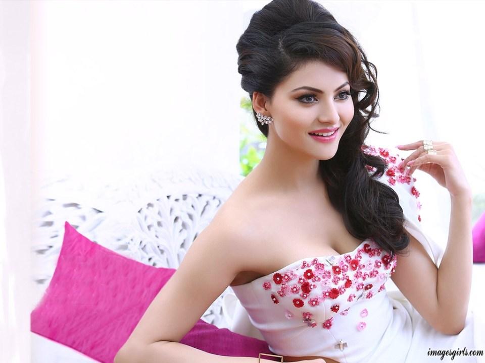 Bollywood Actress Urvashi Rautela Latest Hot Beautiful Wallpaper