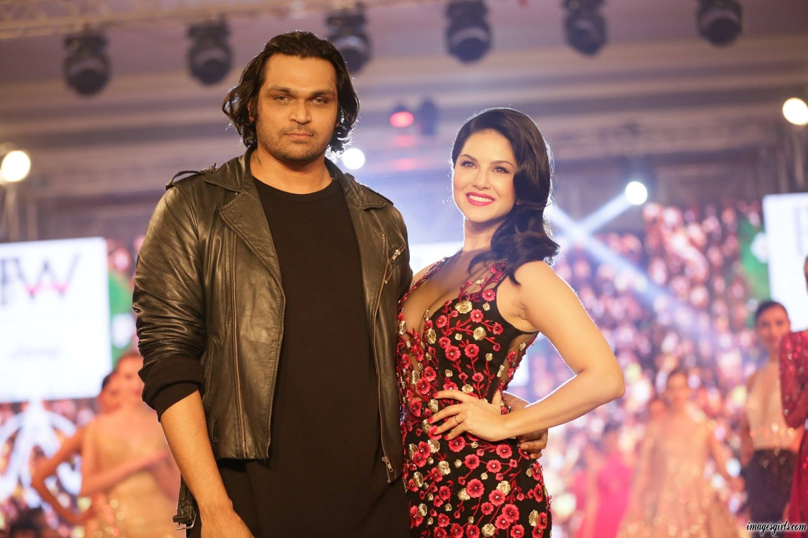 Sunny Leone Walks On Stage At The India Beach Fashion Week - Images Girls-1846