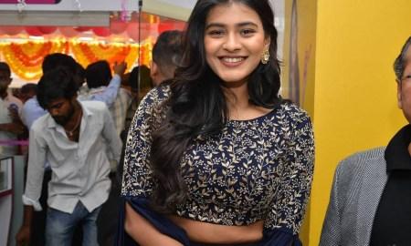 Hebah Patel Photos At B New Mobile Store At Chirala