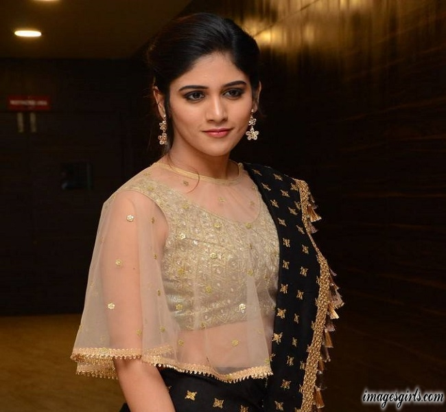 Chandini Chowdary Photoshoot At Howrah Bridge