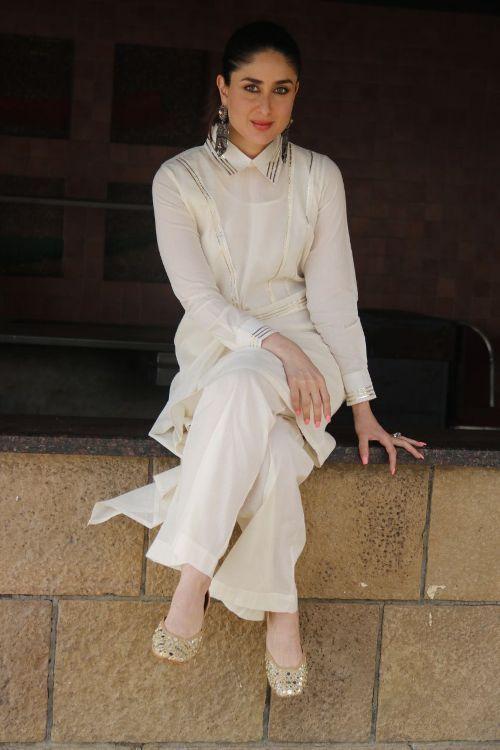 Kareena Kapoor Khan Latest Photoshoot At Sonam Wedding