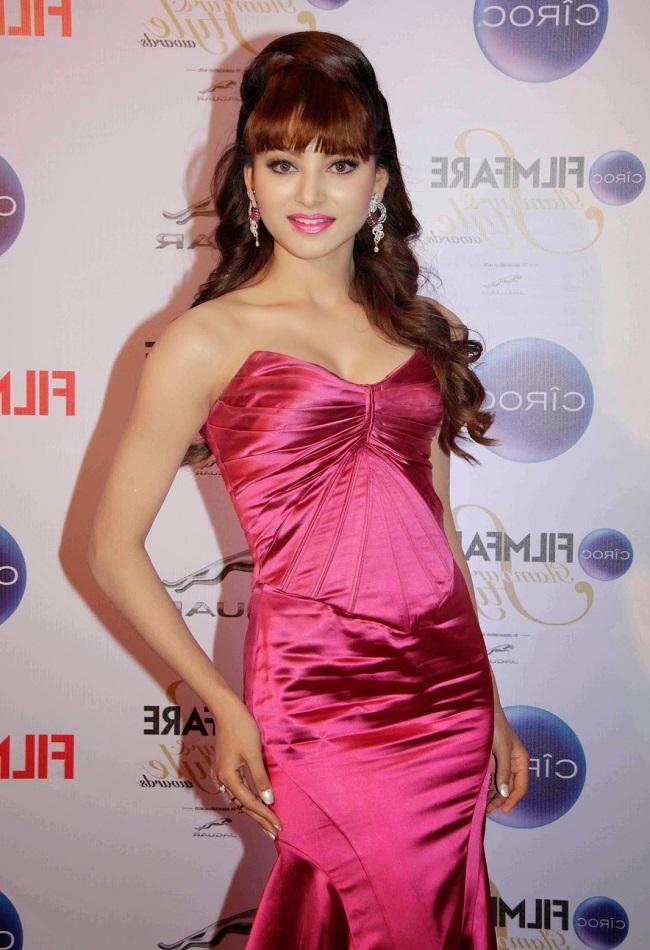 Hot Actress Urvashi Rautela