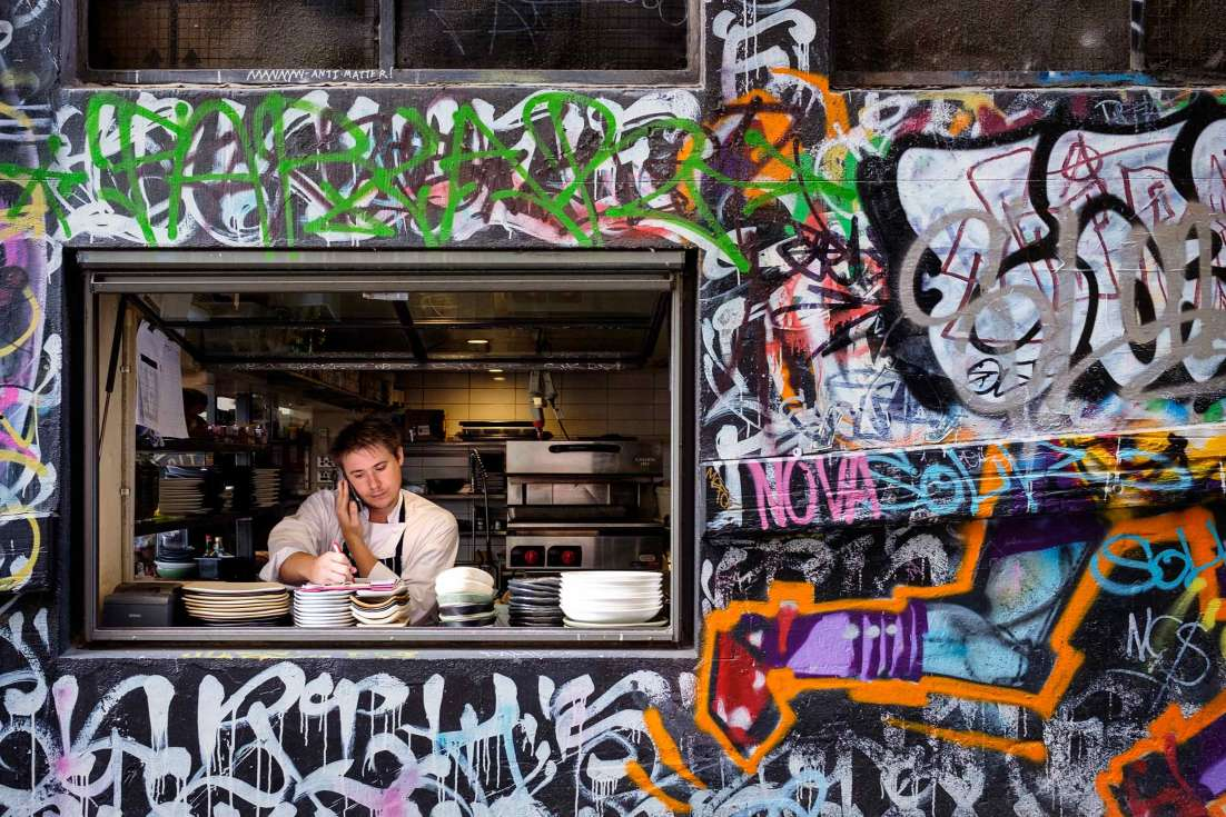 15101-0517-Image-Workshop-melbourne-photography-tourism-travel-graffiti-street-art-Hosier-Lane-restaurant