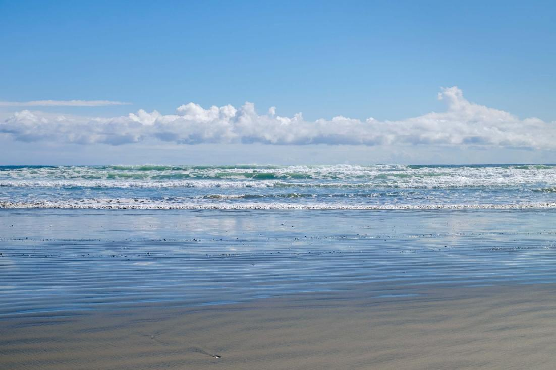 PWS015-0280-Sharon-Blance-photographer-Tofino-travel-editorial-beach